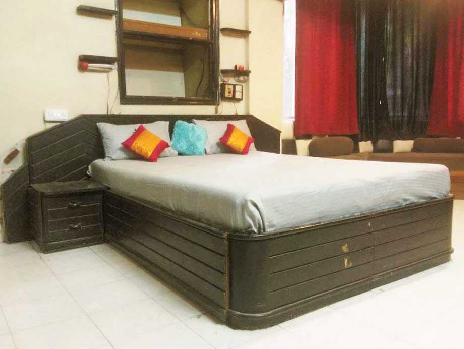 Shared rooms in Bund Garden, Pune - Say No to PG Accommodation